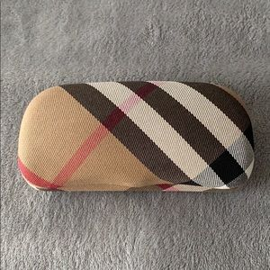 NWT Burberry sunglasses case with cleaning cloth